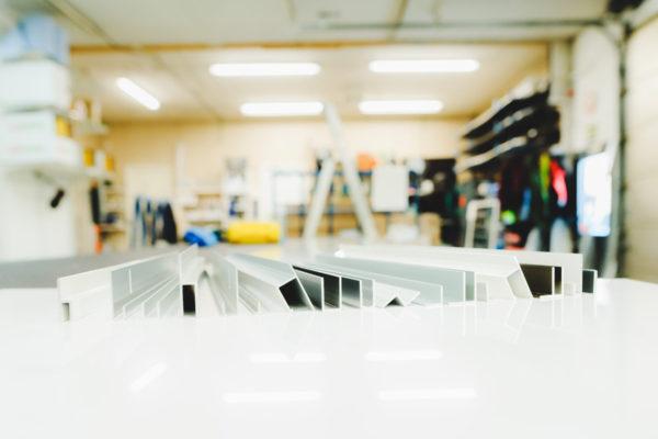 Varastossamme on laaja valikoima erilaisia alumiinilistoja eri käyttötarkoituksiin. Lasituspalvelu Pihlavamäeltä löydät edullisesti. Kysy!