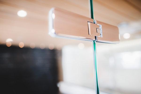 Lasihyllyt, saunan lasiseinät, suihkuseinät ja muut ratkaisut löydät Lasituspalvelu Pihlavamäeltä. Pyydä tarjous!