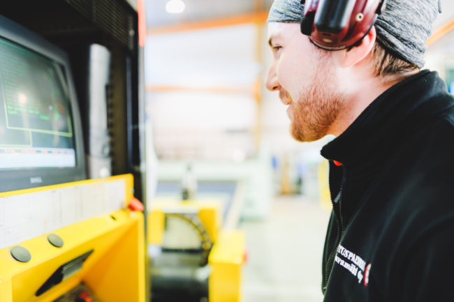 Lasituspalvelu Pihlavamäki tarjoaa monipuolisesti erilaisia mahdollisuuksia mm. lasin CNC-työstöön ja käsittelyyn. Kysy!